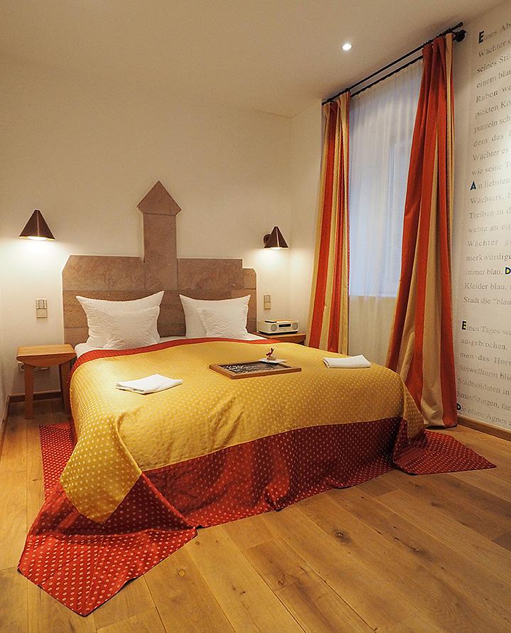 hotel drei raben n rnberg die zimmer blaue agnes. Black Bedroom Furniture Sets. Home Design Ideas