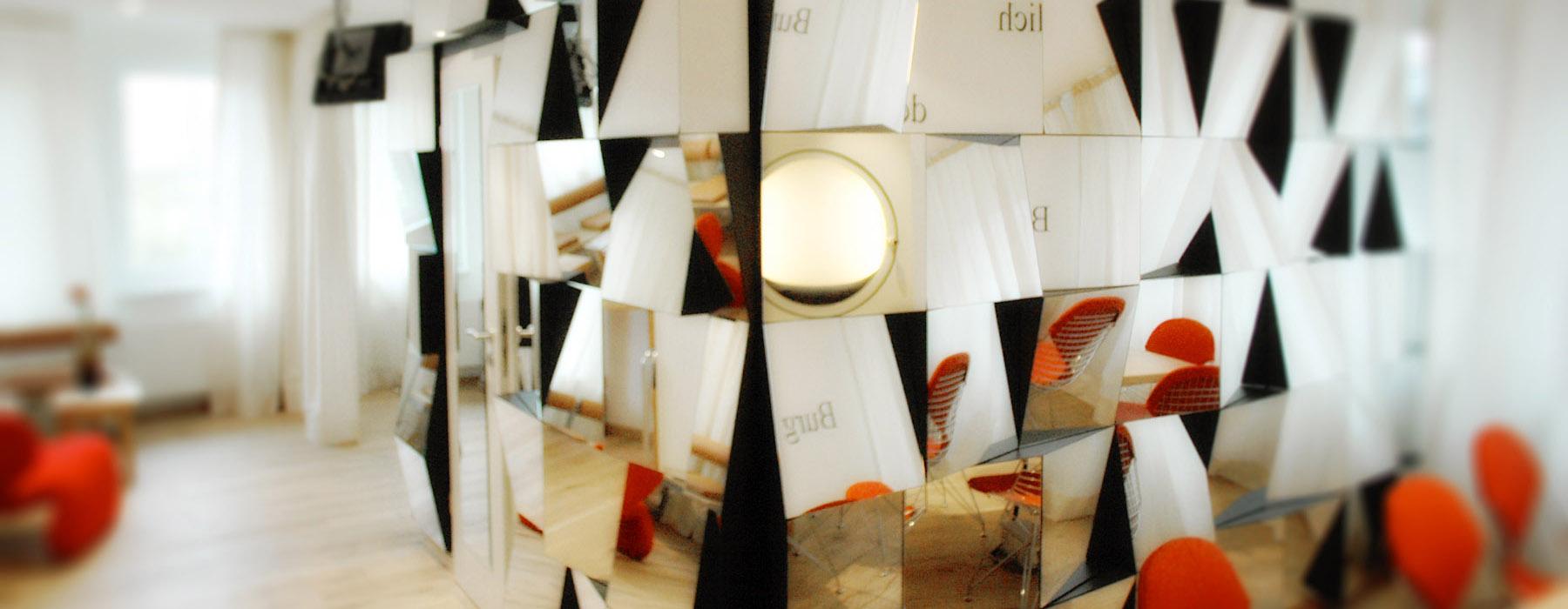 hotel drei raben n rnberg die zimmer rabenspiegel. Black Bedroom Furniture Sets. Home Design Ideas